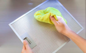Как ухаживать за кухонной вытяжкой?